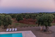 Lamia Parco Paolino evening view onto the pool and Ostuni