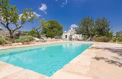 Trullo Dei Mandorli with pool