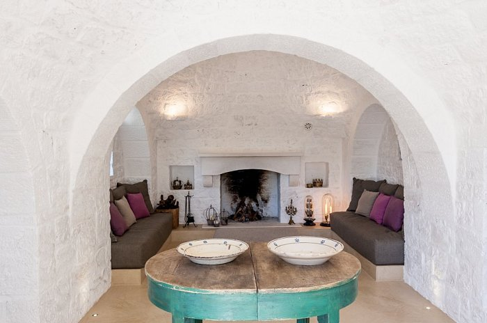 Trullo Tempesta_living room with fireplace